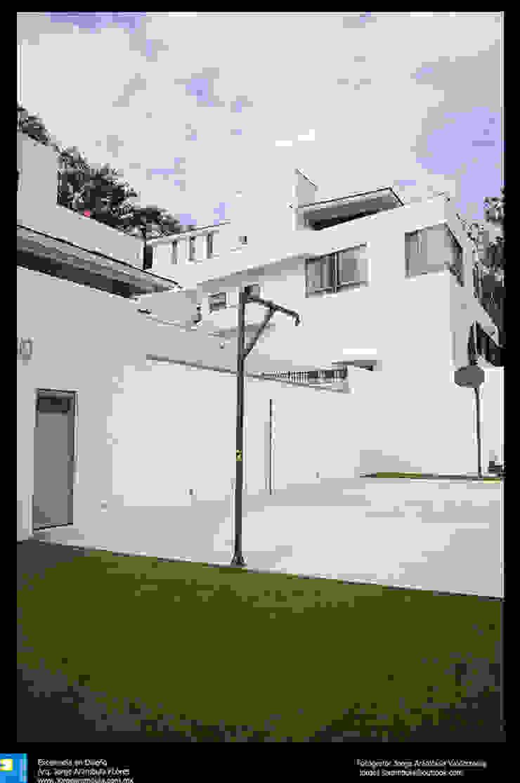 area de juegos Balcones y terrazas modernos de Excelencia en Diseño Moderno Ladrillos