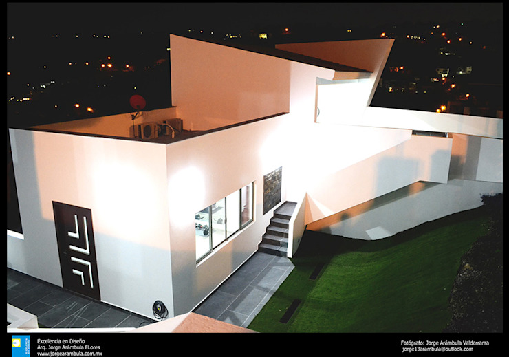 la fachada del gym Casas modernas de Excelencia en Diseño Moderno Ladrillos