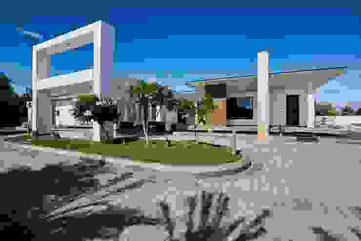 Simple straight lines Modern balcony, veranda & terrace by Cubism Modern