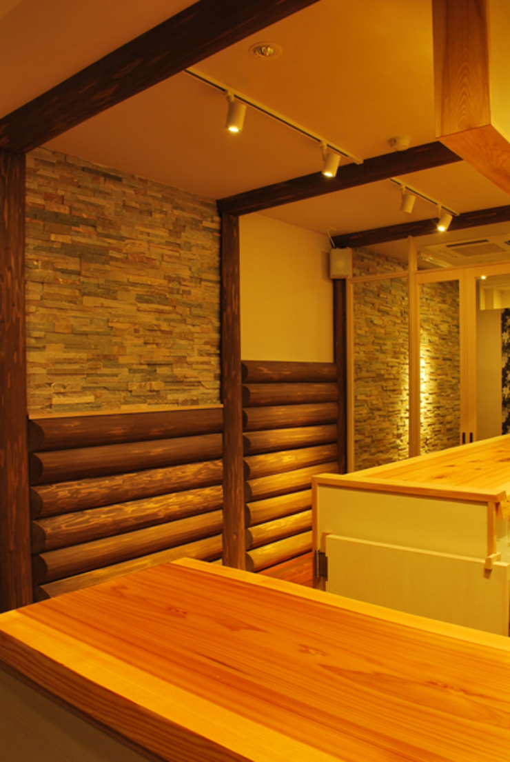 西川真悟建築設計 Salas multimedia de estilo moderno
