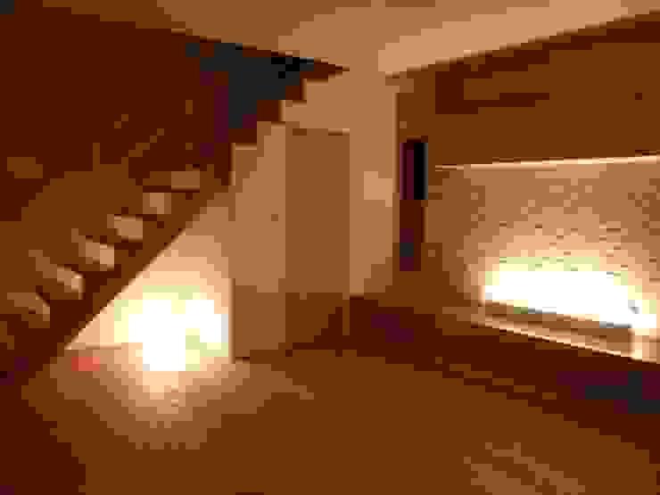 真美の家 モダンスタイルの 玄関&廊下&階段 の 株式会社 atelier waon モダン