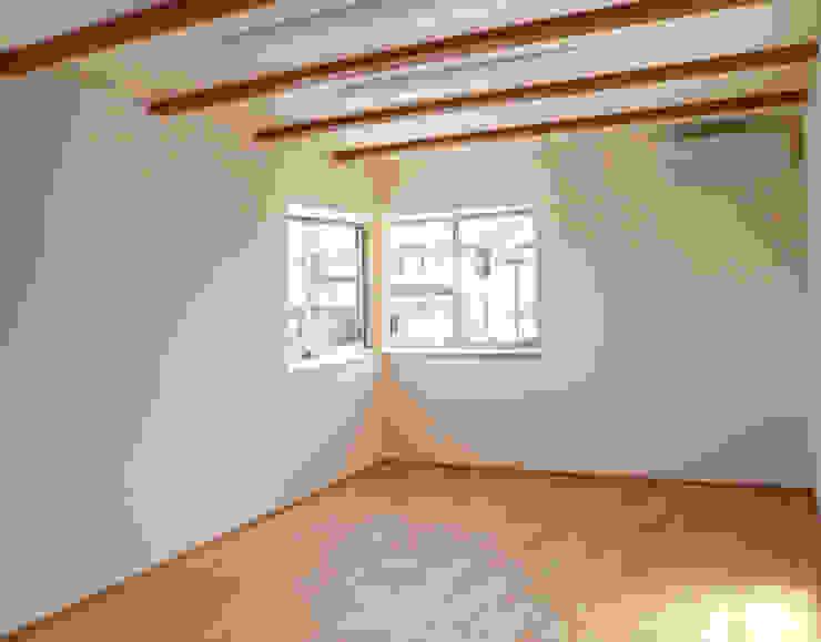 真美の家 モダンデザインの 多目的室 の 株式会社 atelier waon モダン