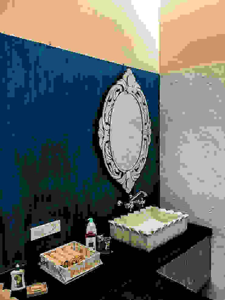 G HOUSE Tropical style bathroom by Studio A Tropical