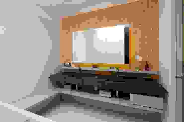 Baños modernos de PASCHINGER ARCHITEKTEN ZT KG Moderno Concreto