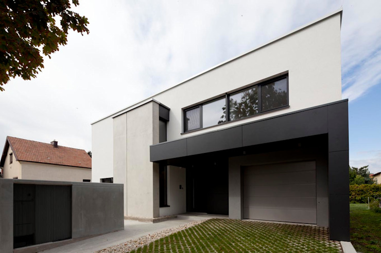 Modern houses by PASCHINGER ARCHITEKTEN ZT KG Modern Wood-Plastic Composite