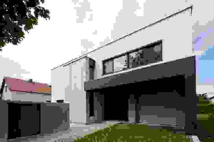 Casas modernas de PASCHINGER ARCHITEKTEN ZT KG Moderno Compuestos de madera y plástico
