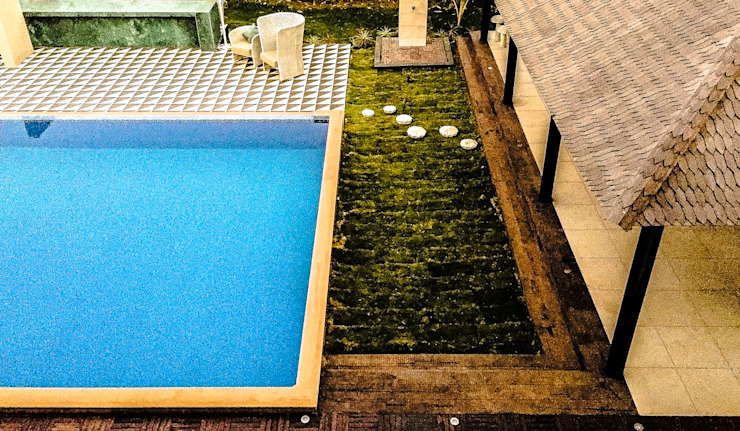 G HOUSE Tropical style pool by Studio A Tropical