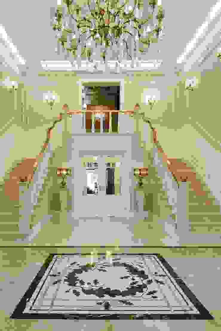 Corredores, halls e escadas clássicos por Intelidom Group Sp. z o.o. Clássico