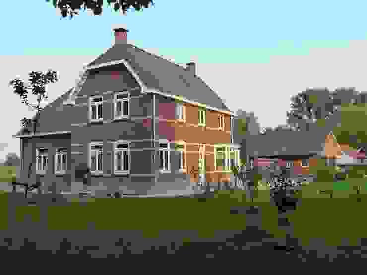 Vooraanzicht energieplus huis met Jugenstil kenmerken Klassieke huizen van Villa Delphia Klassiek