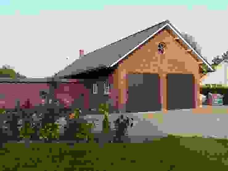 Garage energieplus huis met Jugenstil kenmerken Klassieke huizen van Villa Delphia Klassiek