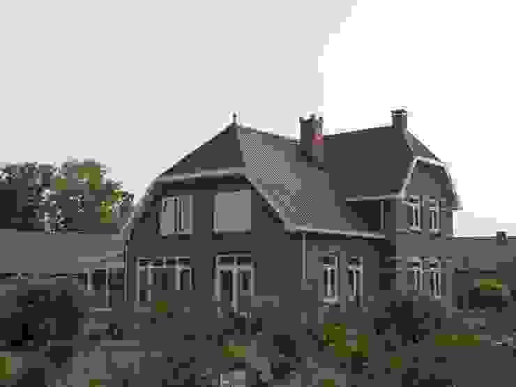 Zijaanzicht energieplus huis met Jugenstil kenmerken Klassieke huizen van Villa Delphia Klassiek