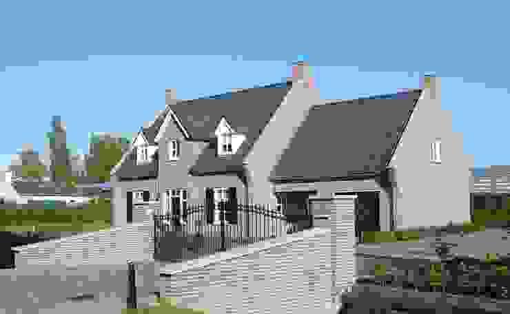 Zijaanzicht landhuis in stijl van een Kempische Hoeve. Landelijke huizen van Villa Delphia Landelijk