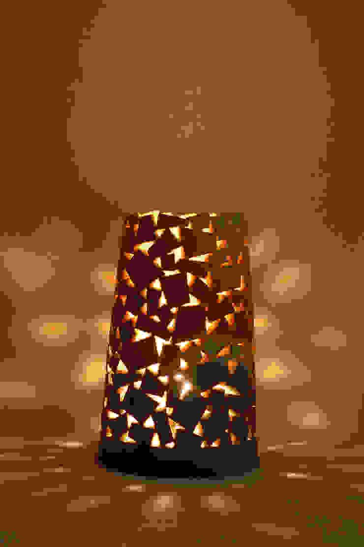 城壁のランプ: 広谷 幸が手掛けた折衷的なです。,オリジナル 陶器