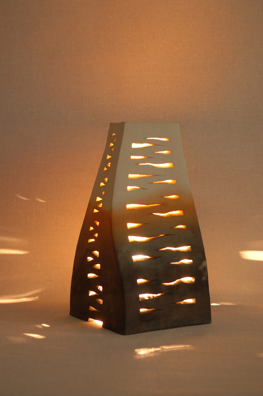 静のランプ: 広谷 幸が手掛けた折衷的なです。,オリジナル 陶器