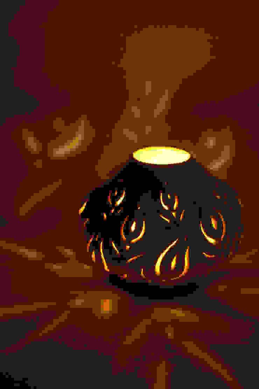踊る花: 広谷 幸が手掛けた折衷的なです。,オリジナル 陶器