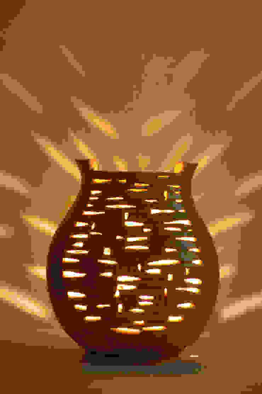 風のランプ: 広谷 幸が手掛けた折衷的なです。,オリジナル 陶器