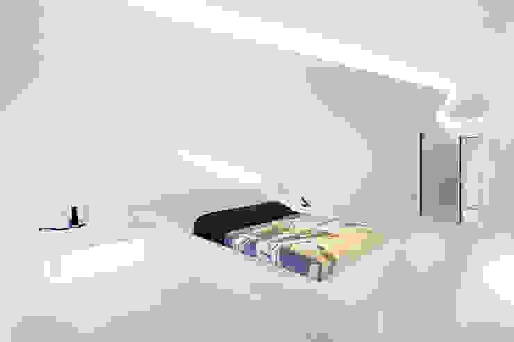 Hotel Puerta America Jorge Cueto Casas de estilo moderno Blanco
