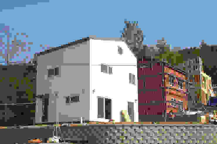 D2 미니멀 비둘기색 (양평 신축주택) 스칸디나비아 주택 by 목소리 북유럽