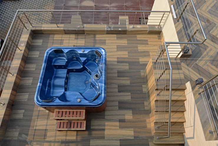 open jacuzzi on top terrace: eclectic  by AIS Designs,Eclectic