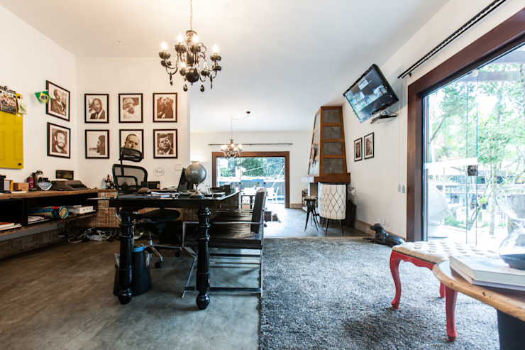 Study/office by AK Arquitetura Interiores , Rustic