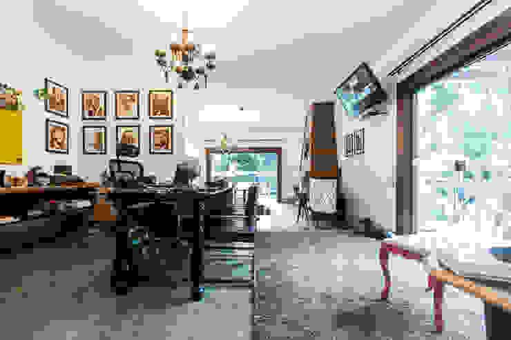 Estudios y despachos de estilo rústico de AK Arquitetura Interiores Rústico