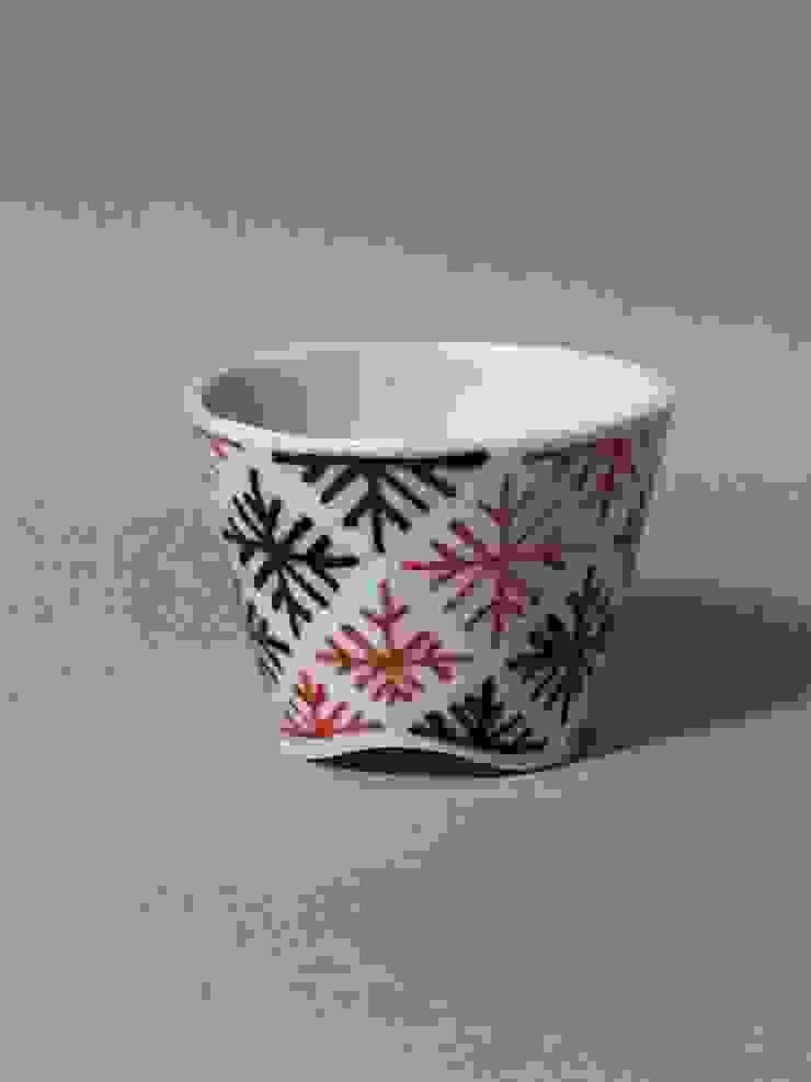092 磁器染付酒杯: 百々堂 磁器製造所 DoDoDo Porcelain Manufactureが手掛けたアジア人です。,和風 磁器