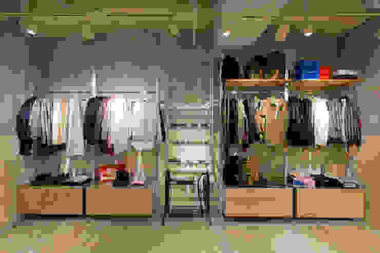 WHO'S WHO gallery ルミネ立川店 インダストリアルデザインの 多目的室 の TOOP design works インダストリアル