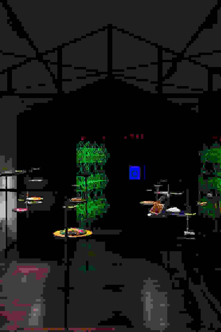 AIDA インダストリアルデザインの 多目的室 の TOOP design works インダストリアル