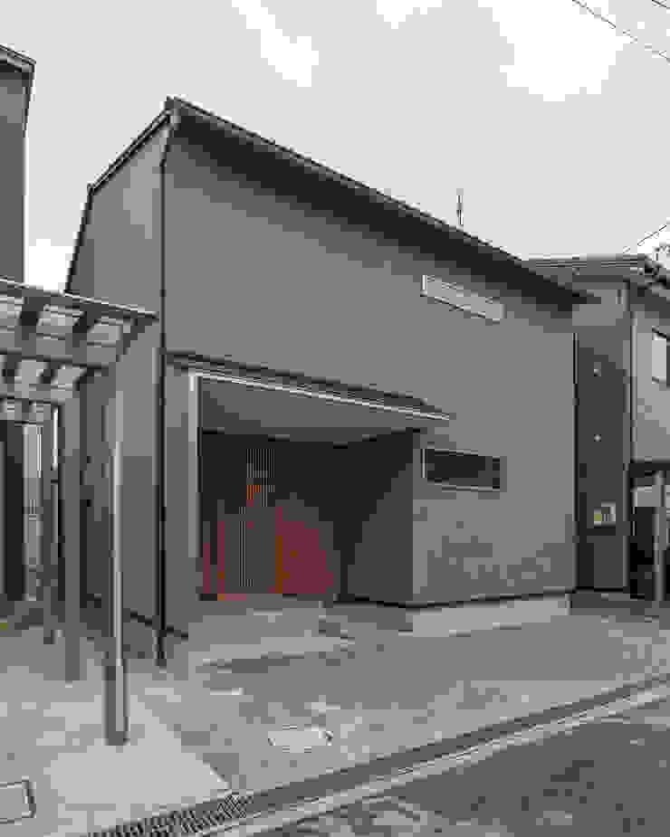 Nhà phong cách tối giản bởi 家山真建築研究室 Makoto Ieyama Architect Office Tối giản