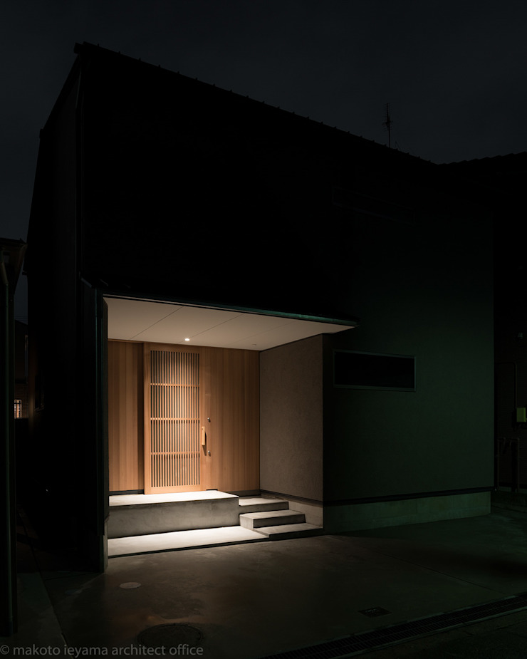 Hành lang, sảnh & cầu thang phong cách tối giản bởi 家山真建築研究室 Makoto Ieyama Architect Office Tối giản