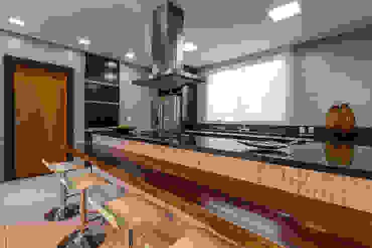 Cozinha - Casa no Bandeirantes Cozinhas modernas por A3 Arquitetura e Interiores Moderno Pedra
