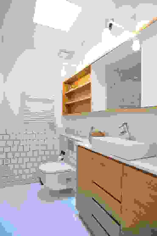Proyecto de Interiorismo. Barcelona BONBA studio Baños de estilo clásico