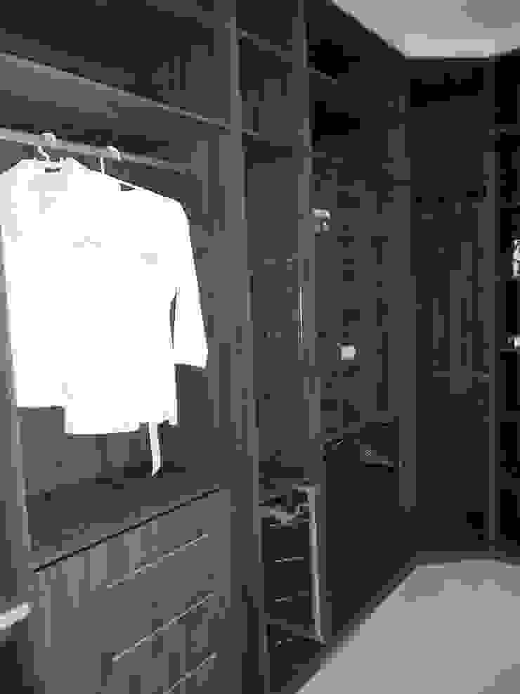 Closet Lojas & Imóveis comerciais clássicos por Total Planejados Clássico MDF