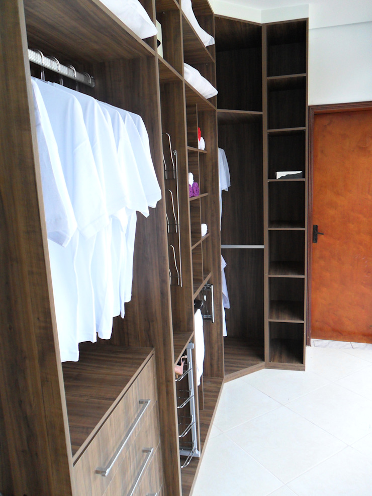 Closet Lojas & Imóveis comerciais clássicos por Total Planejados Clássico