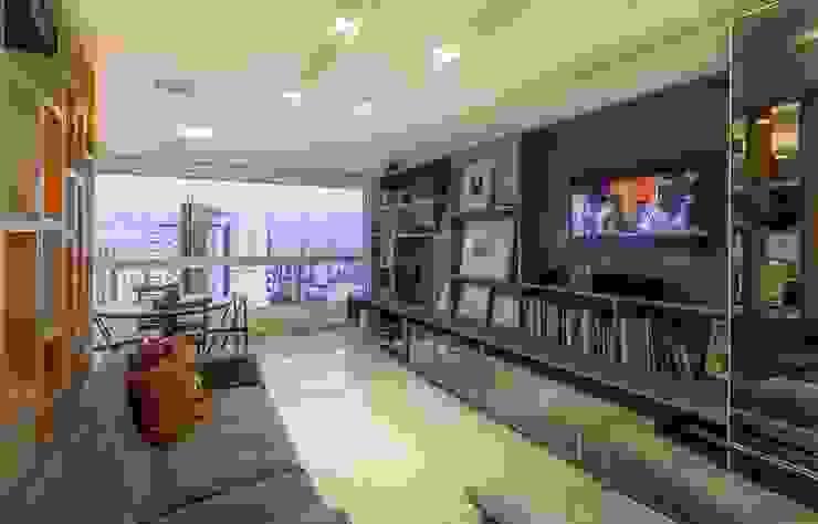 Residência T|R Salas multimídia modernas por VZ Arquitetas Moderno