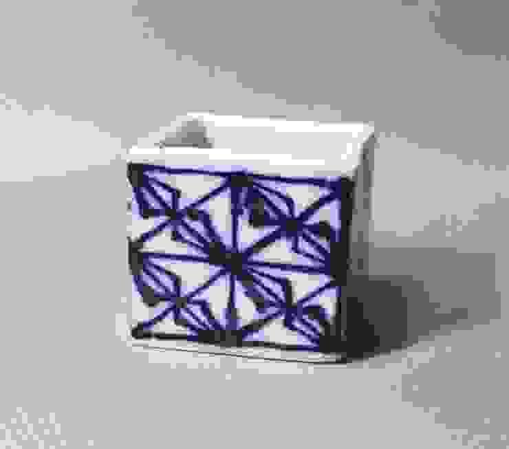 磁器染付酒杯 sakecup: 百々堂 磁器製造所 DoDoDo Porcelain Manufactureが手掛けたアジア人です。,和風 磁器