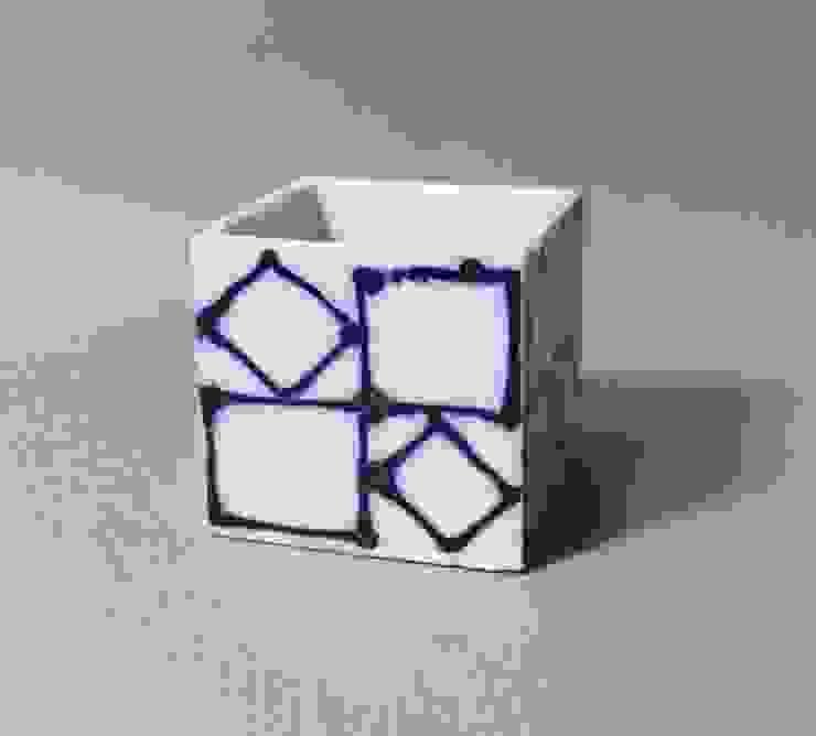 115 磁器染付酒杯 sakecup: 百々堂 磁器製造所 DoDoDo Porcelain Manufactureが手掛けたアジア人です。,和風 磁器