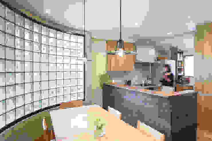 木目が美しい、オークの無垢のキッチン オリジナルデザインの キッチン の 株式会社コリーナ オリジナル 無垢材 多色