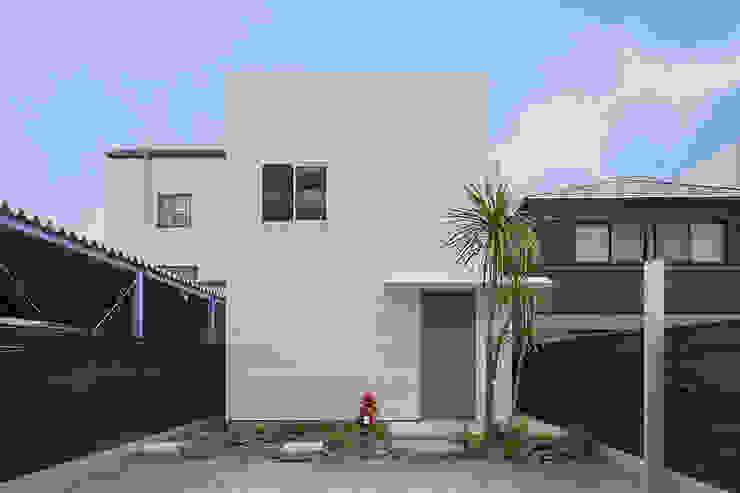 現代房屋設計點子、靈感 & 圖片 根據 浦瀬建築設計事務所 現代風