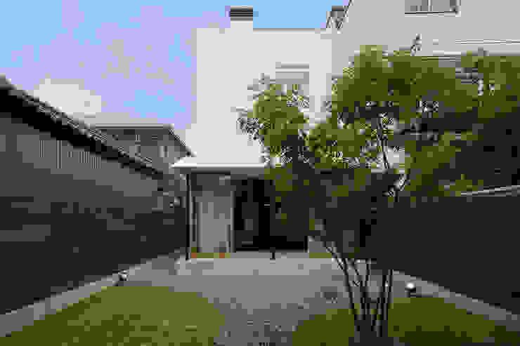 Case moderne di 浦瀬建築設計事務所 Moderno