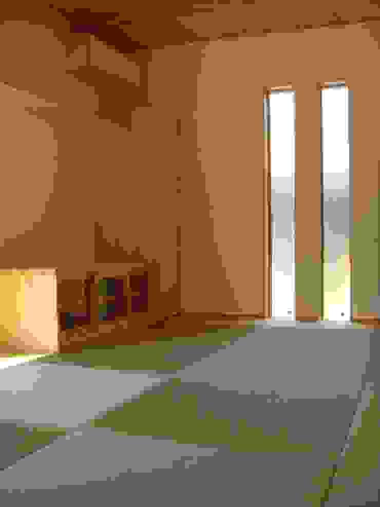 五條の家Ⅱ モダンデザインの リビング の 株式会社 atelier waon モダン