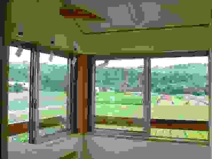 五條の家Ⅱ モダンデザインの 多目的室 の 株式会社 atelier waon モダン
