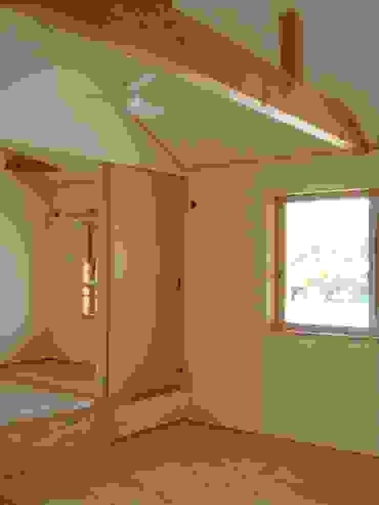 五條の家Ⅱ モダンスタイルの寝室 の 株式会社 atelier waon モダン