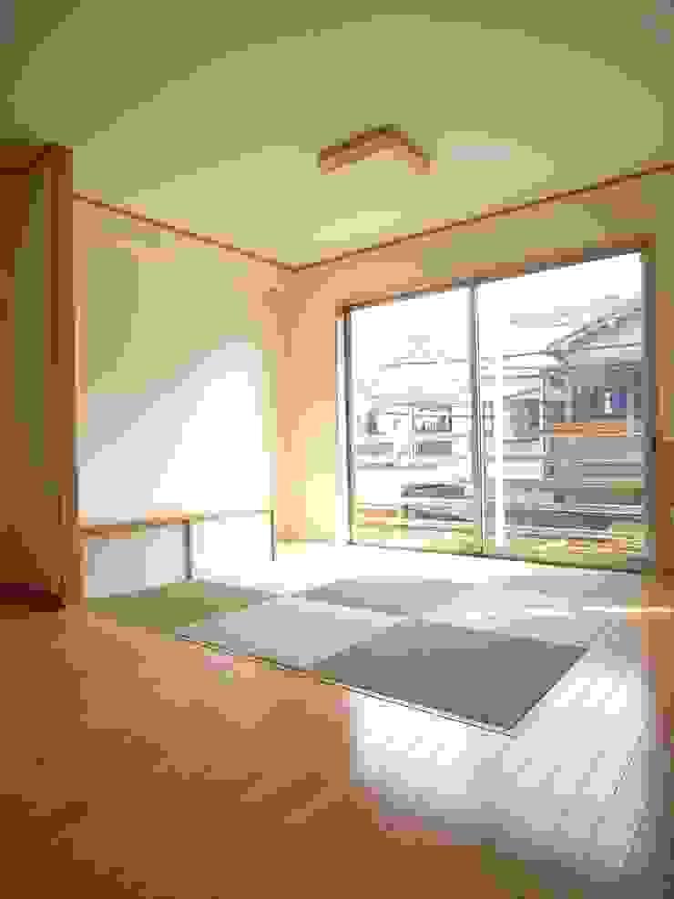 桜町の家 モダンデザインの リビング の 株式会社 atelier waon モダン