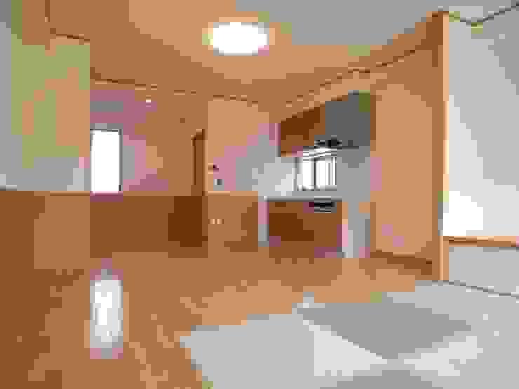 桜町の家 モダンデザインの ダイニング の 株式会社 atelier waon モダン