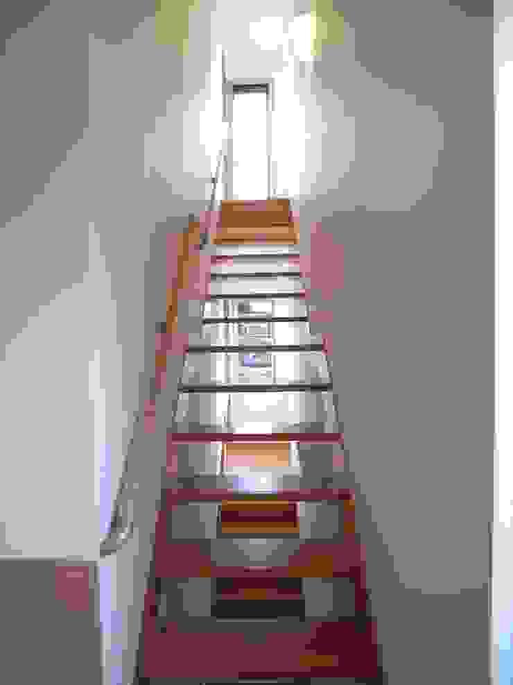 桜町の家 モダンスタイルの 玄関&廊下&階段 の 株式会社 atelier waon モダン