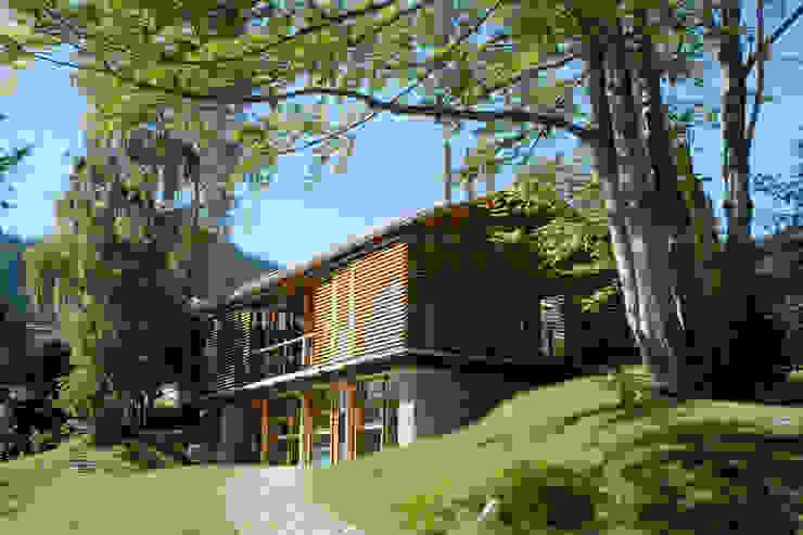 Wiejskie domy od em Architekten GmbH Wiejski