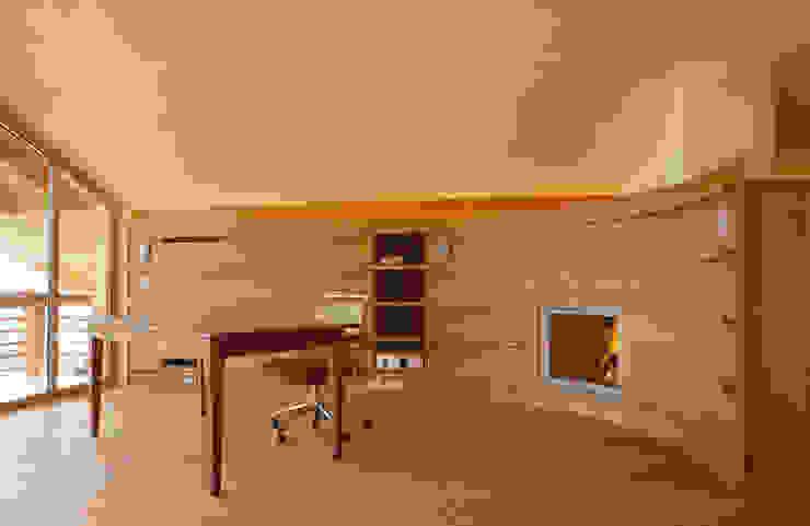 Woonkamer door em Architekten GmbH,