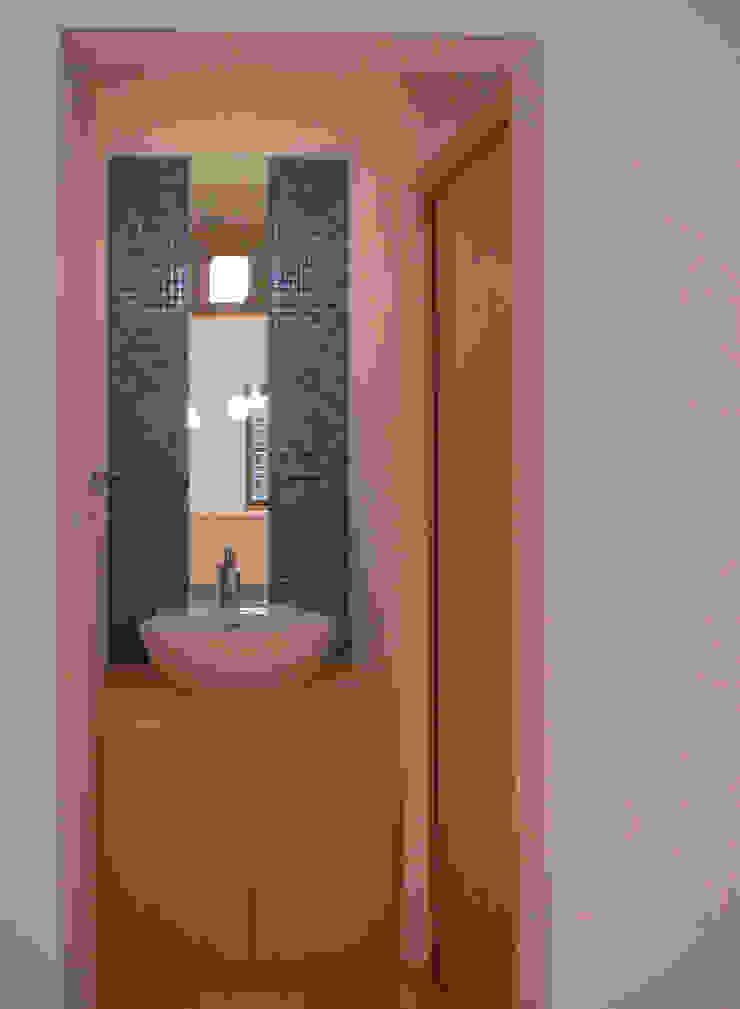 平野の家 北欧スタイルの お風呂・バスルーム の 株式会社 atelier waon 北欧