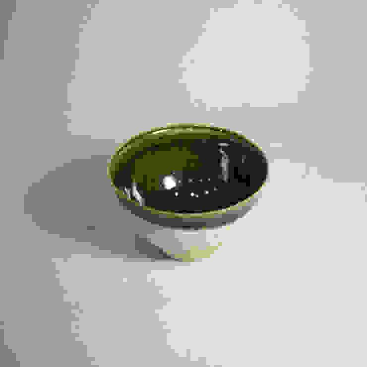 サイズにコダワッタ卓上用の抹茶茶碗「Modern series ORIBE 小服茶: 愚陶庵が手掛けた現代のです。,モダン 陶器
